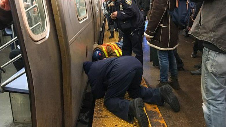 Dëshmitarët panë tmerrin: Studentes i bie të fikët, rrëzohet në shinat e metrosë (Foto)