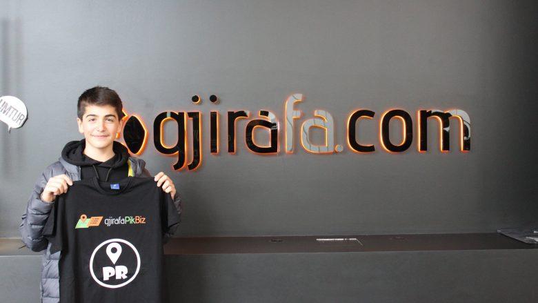 13 vjeçari që krijoi aplikacion për smartfonë, vizitoi gjirafaPikBiz