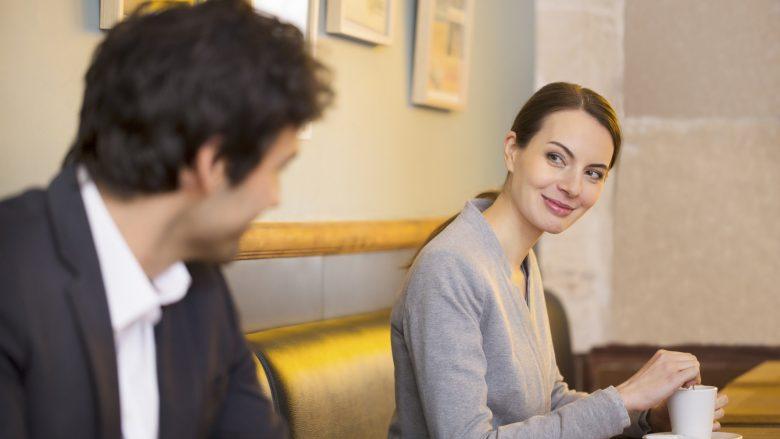 Buzëqeshja – sekreti për të hyrë në zemrën e një gruaje?