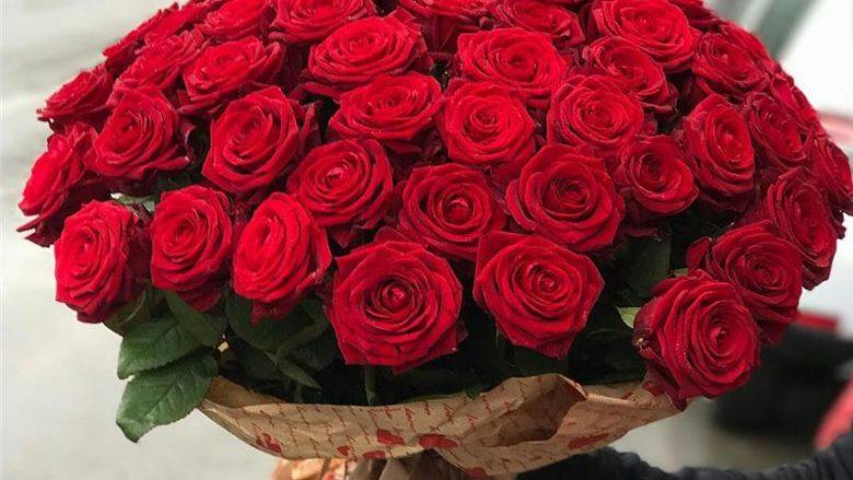Trëndafila për Shën Valentin, shqiptarët shpenzojnë deri në 1000 dollarë për një tufë lule