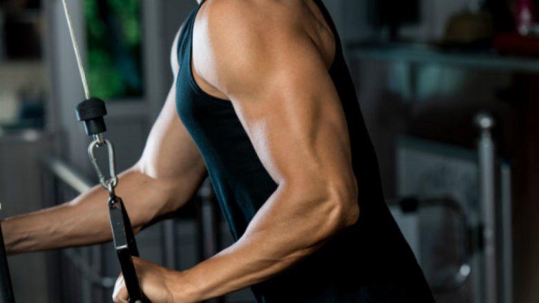 Ndërtoni muskuj dhe forconi duart me këtë super-set prej dy ushtrimeve