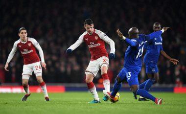 Carragher ende nuk është bindur nga Xhaka: Nuk e di se çfarë i sjell Arsenalit