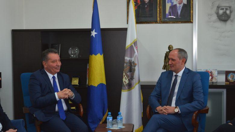 Ministria e Infrastrukturës do të përkrah projektet e Ferizajt dhe Shtimes