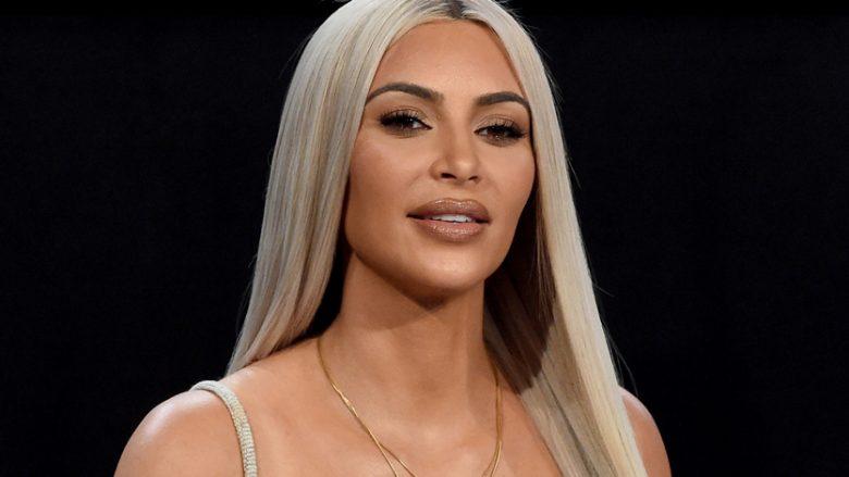 Kim publikon një pozë me të brendshme: Harrova ta postoj mbrëmë