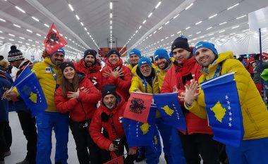 Ekipi i Kosovës dhe Shqipërisë së bashku para parakalimin historik në ceremoninë hapëse të LOD PyeongChang 2018