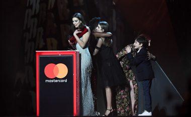"""Çmimi i dytë për Dua Lipën, tashmë fiton edhe si """"Artistja e re më e mirë e vitit"""""""