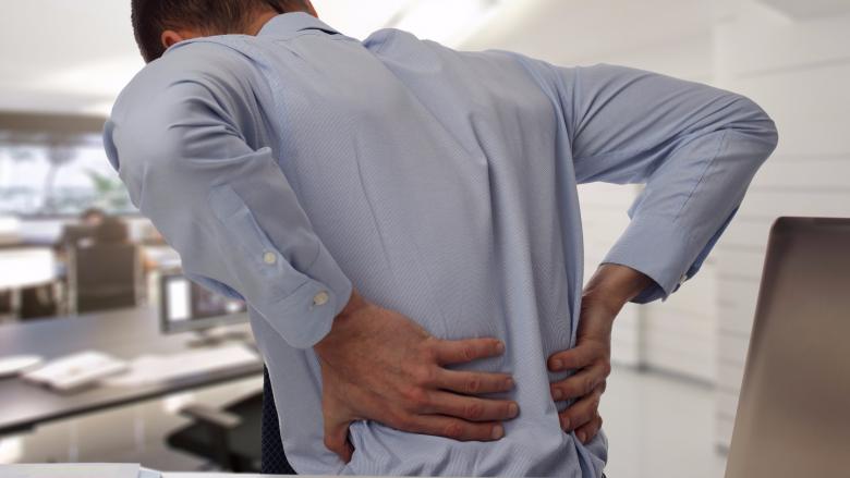 Hiqni qafe dhembjen e shpinës: Tri ushtrime tendosjeje të cilat ju nevojiten (Video)