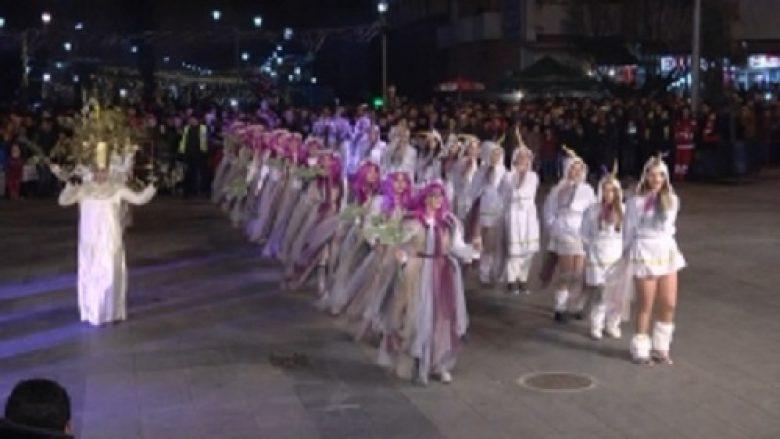 Mijëra të pranishëm në përfundimin e karnavalit të Strumicës (Video)