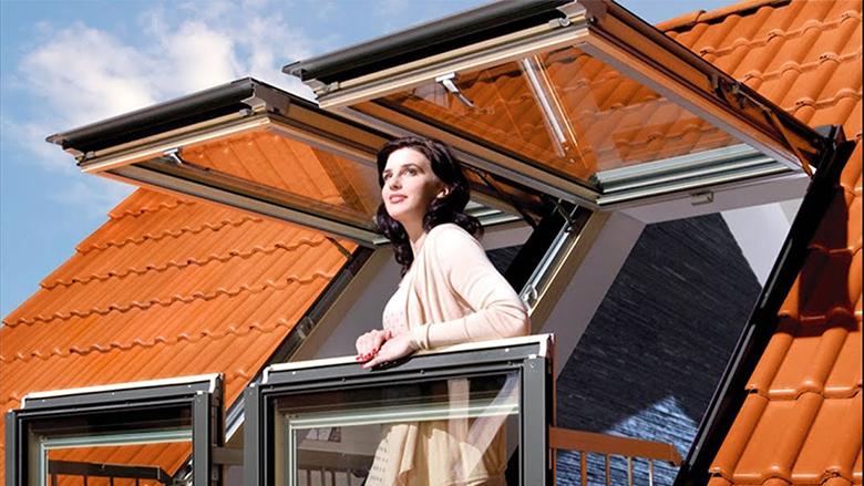 Zgjidhje e pabesueshme për banesën pa ballkon: Si bëhet tarraca nga dritarja për vetëm disa sekonda (Video)