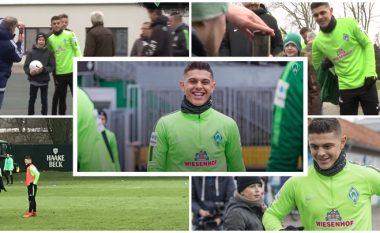 Dita e parë e Rashicës te Werderi: Tifozët e vonojnë në stërvitje dhe në fund flasin fjalë të mira për shqiptarin që vodhi menjëherë zemrat e tyre me respektin e treguar (Video)