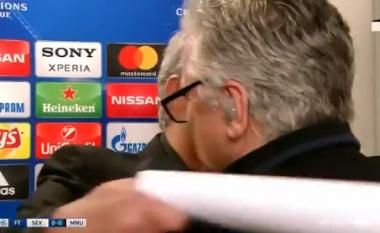 Mourinho befason gazetarin: Boll më me pyetje për Pogban, mund të të përqafoj (Video)