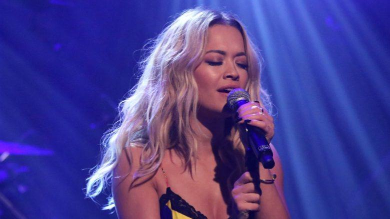 Rita Ora këndon këngën e preferuar që e ka sjell Nina Simone
