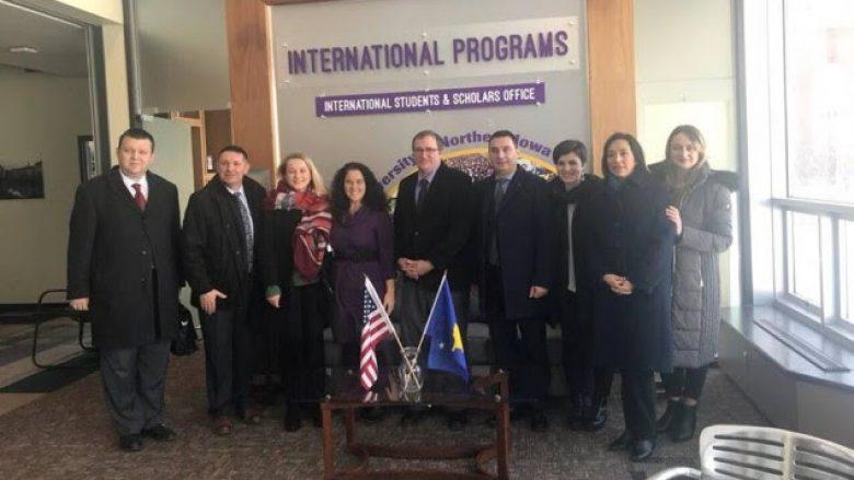 Ministri Bytyqi u prit nga drejtori i Departamentit të Arsimit të Iowas