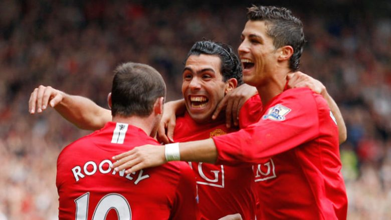 Manchester United's Carlos Tevez (centre) celebrates his goal with Wayne Rooney (left) and Cristiano Ronaldo (right)