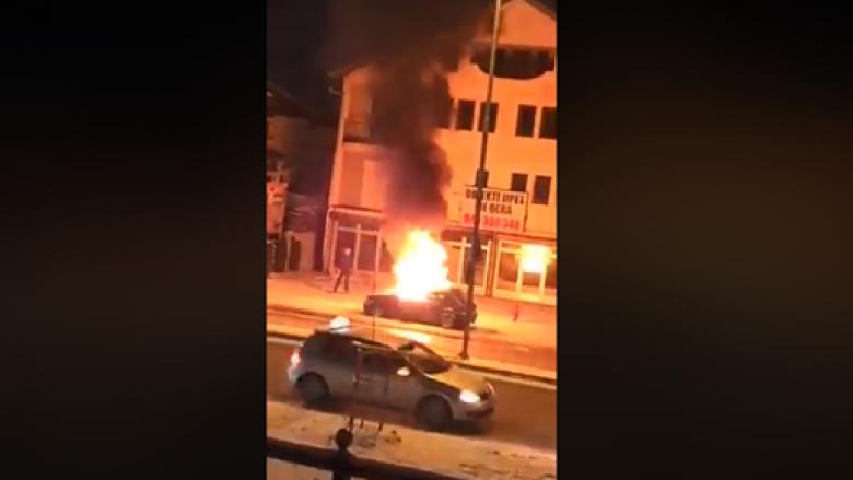 Digjet një veturë në Prizren (Video)