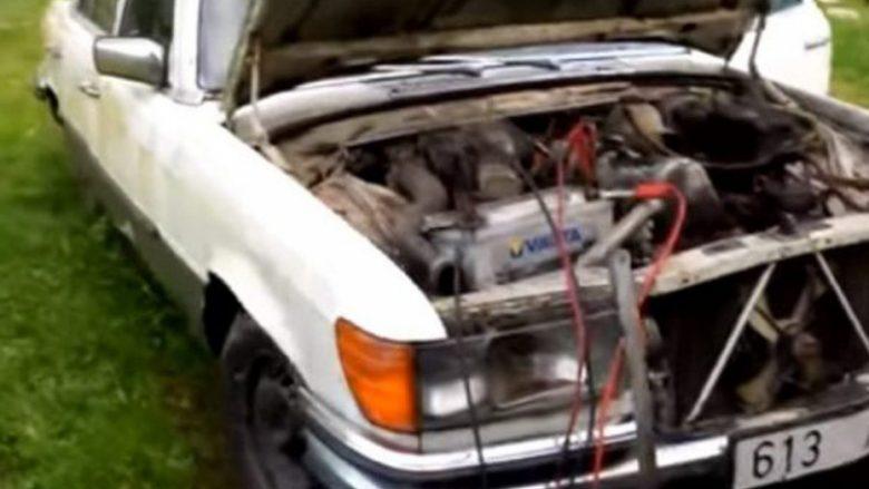 Mercedes Benz nuk kishte lëvizur e ndezur për 9 vite, Mercedesi vihet në punë pa kurrfarë problemi (Video)