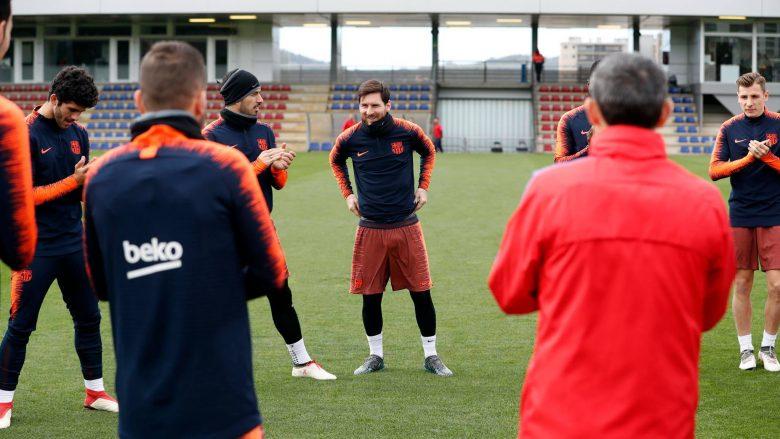 Messi kthehet në stërvitje pas lindjes së djalit, shokët e presin me duartrokitje (Video)