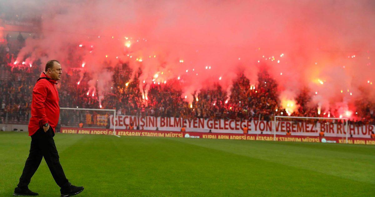 Në stërvitjen e Galatasarayt mblidhen 27 mijë tifozë  zëmër skuadrës para derbit me Fenerbahcen  Foto Video