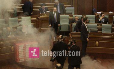 Tentativa e katërt për votim të demarkacionit, VV sërish hedh gaz lotsjellës (Foto/Video)