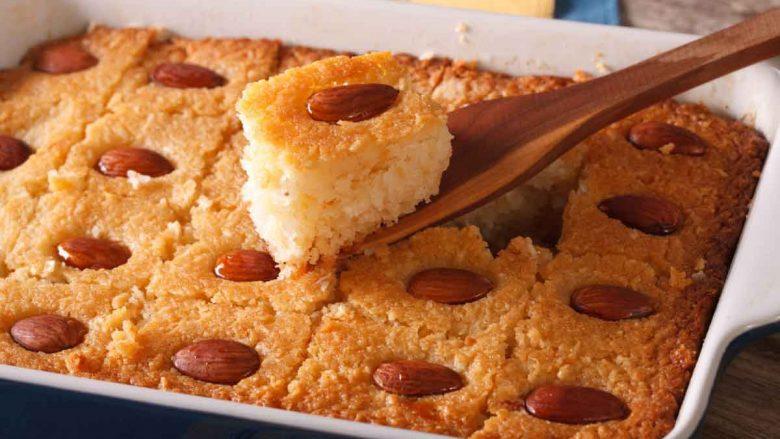 Basbousa: Ëmbëlsirë e mrekullueshme egjiptiane me griz të cilën duhet patjetër ta provoni sa më parë!