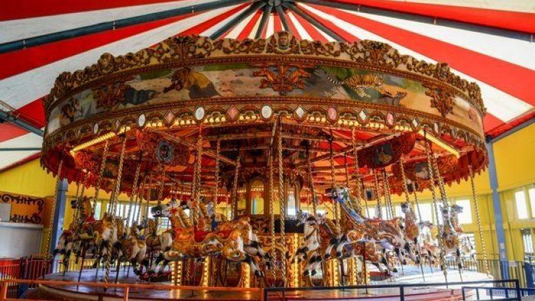 Ofroi 200 mijë euro për karuselin e punuar para 114 vjetësh, pretendon se gaboi kur e bleu (Video)