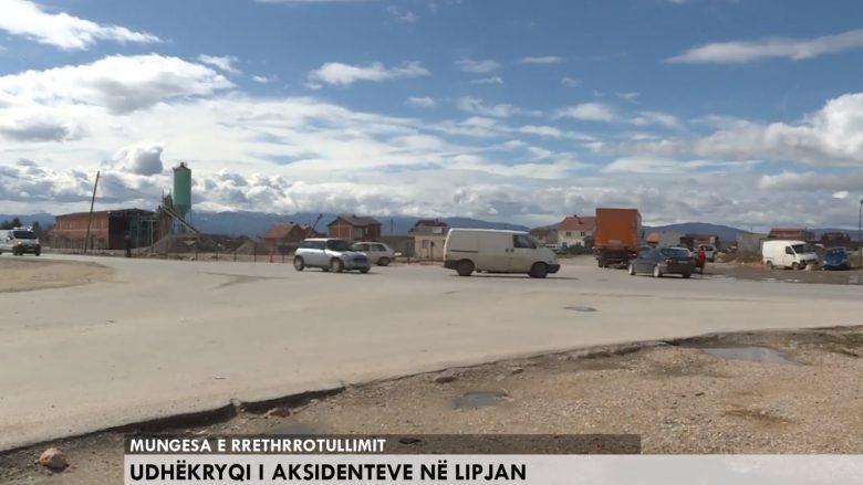 Udhëkryqi i aksidenteve në Lipjan, mungesa e rrethrrotullimit po rrezikon jetën e vozitësve (Video)