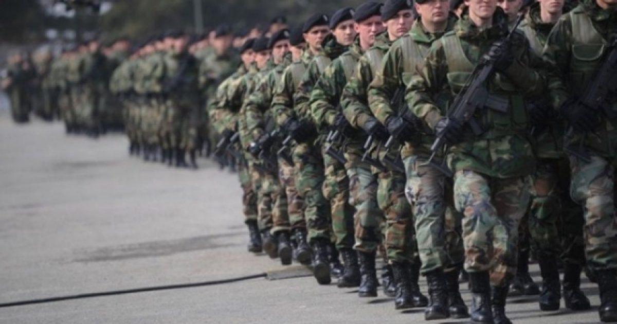 """Analistët nga Ballkani e shohin debatin për Ushtrinë e Kosovës pjesë e """"konfliktit"""" SHBA – Rusi"""