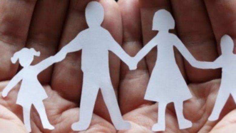 Pabarazia gjinore fillon nga familja