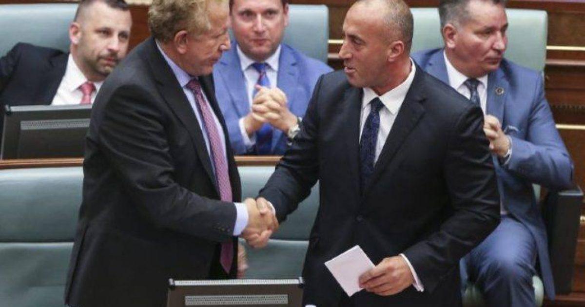 Behgjet Pacolli i frikësohet largimit nga Qeveria  po formon Grup parlamentar me minoritetet
