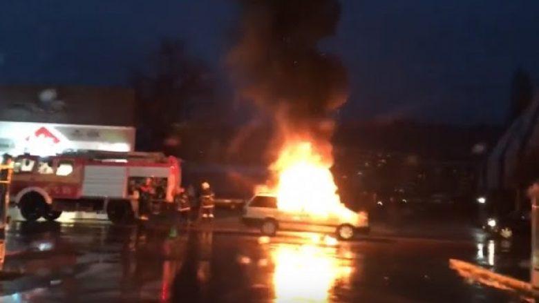 Digjet një veturë në Prizren, ka të lënduar (Video)