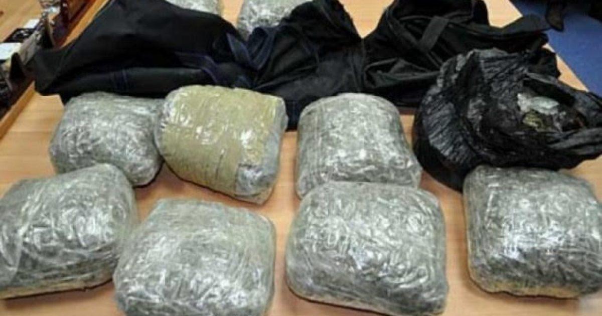 Paraburgim për pesë persona, u ndaluan me 11 kilogramë drogë