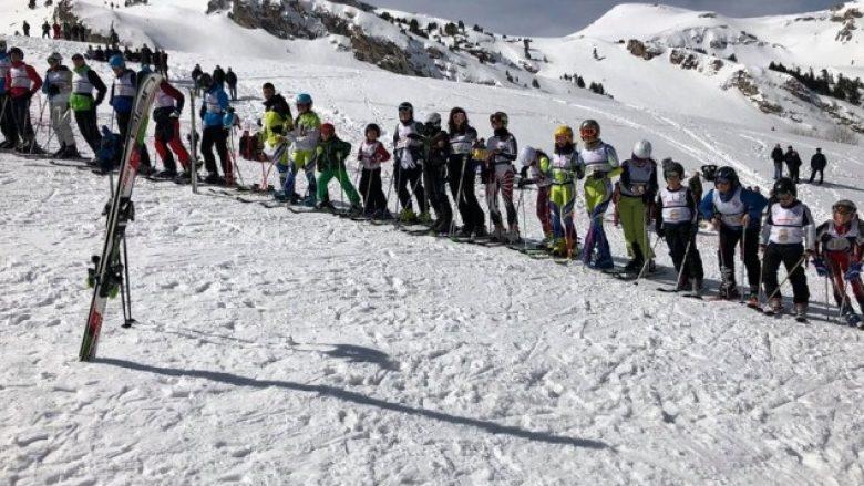 Arbi Popovci triumfon në garën e skijimit 'Kupa e Gjeravicës 2018'