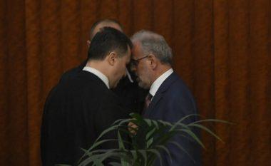 Incident mes Nikolla Gruevskit dhe Talat Xhaferit në Kuvend (Foto/Video)