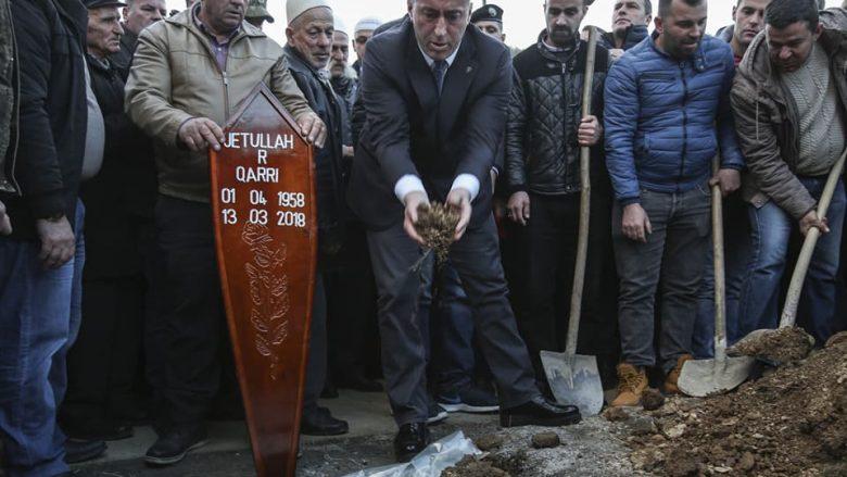 Haradinaj merr pjesë në varrimin e bashkëluftëtarit (Foto)