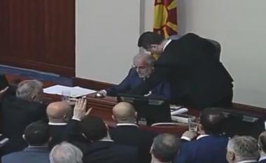Gruevski me dhunë ndërpret punën e Kuvendit (Video)
