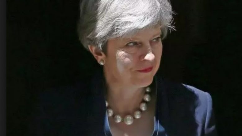 Politikani rus e krahason Theresa May me Hitlerin