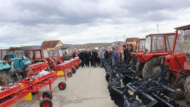 Gjilani shpërndan mekanizma bujqësor për 100 fermerë