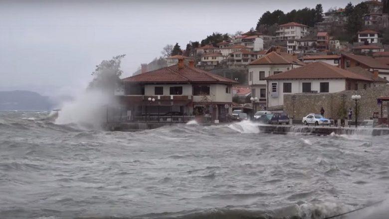 Moti i ligë shkakton sërish probleme në Ohër (Video)