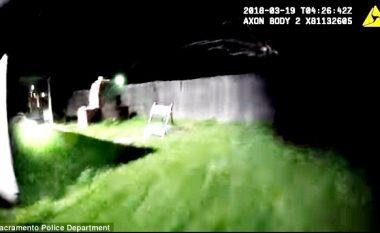 Kishte një celular, policia menduan se ishte armë – momenti kur qëllojnë 20 herë mbi 23-vjeçarin, duke e vrarë në vend (Video)