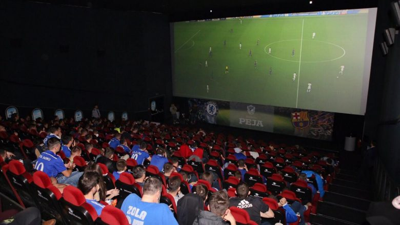 Atmosferë e jashtëzakonshme në Cineplexx për ndeshjen Barcelona-Chelsea