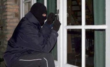 Tentojnë t'i thyejnë hyrjet e banesave në Prishtinë, dy të arrestuar