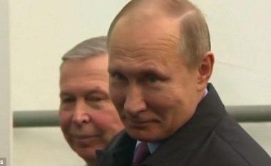 """Mediat nuk po merren me përgjigjen, por me """"buzëqeshjen"""" e tij: Momenti kur Putin pyetet për helmimin e spiunit rus (Video)"""