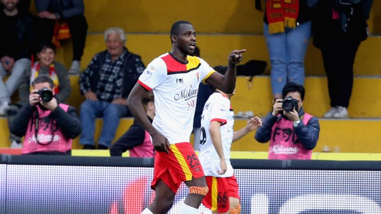 BENEVENTO, ITALY - APRIL 04:  Cheick Diabate of Benevento celebrates after scoring his team's third goal during the serie A match between Benevento Calcio and Hellas Verona FC at Stadio Ciro Vigorito on April 4, 2018 in Benevento, Italy.  (Photo by Maurizio Lagana/Getty Images)
