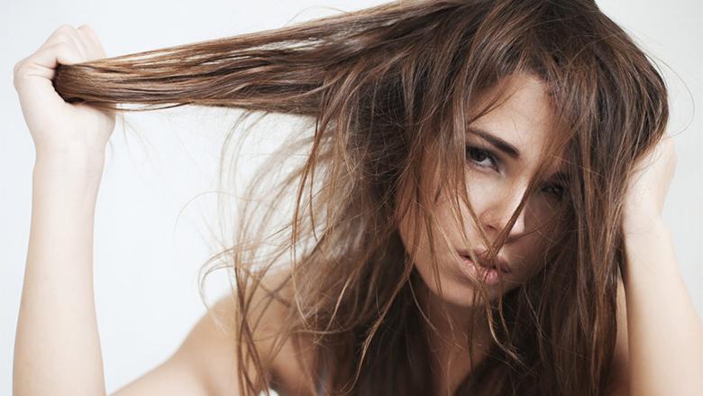 Floktarët zbulojnë mënyrën se si përgjithmonë të zgjidhni problemin me flokët e yndyrshme