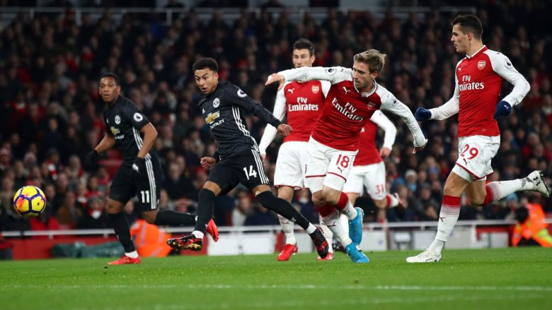 LONDON, ENGLAND - DECEMBER 02:  Jesse Lingard of Manchester United scores his teams second goal during the Premier League match between Arsenal and Manchester United at Emirates Stadium on December 2, 2017 in London, England.  (Photo by Julian Finney/Getty Images)