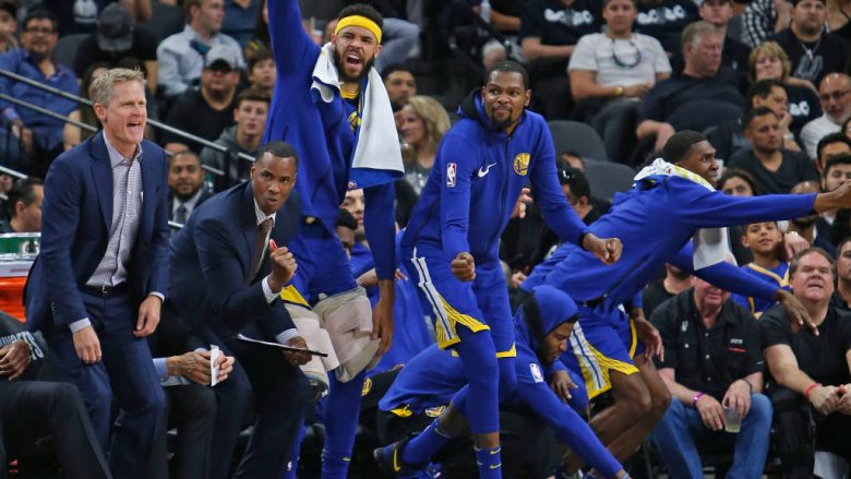 SAN ANTONIO,TX - APRIL 19: Steve Kerr head coach of the Golden State Warriors and the rest of the warriors celebrate a basket against the San Antonio Spurs at AT&T Center on April 19 , 2018  in San Antonio, Texas.  NOTE TO USER: User expressly acknowledges and agrees that , by downloading and or using this photograph, User is consenting to the terms and conditions of the Getty Images License Agreement. (Photo by Ronald Cortes/Getty Images)