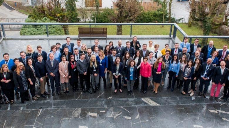 Përfaqësuesit i institucioneve kosovare në trajnimin mbi diplomacinë dixhitale në Bled
