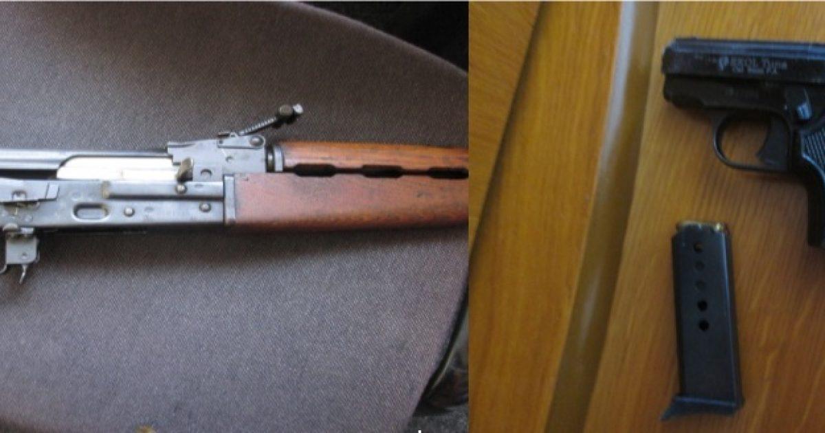 Në Mitrovicë konfiskohen një pushkë automatike, pistoletë dhe municion