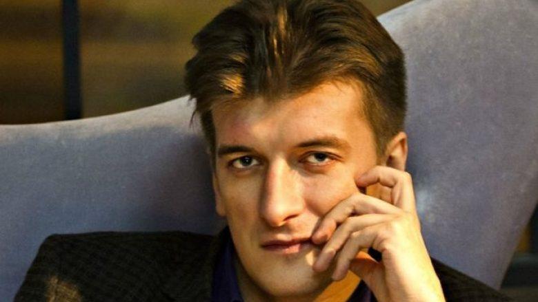 Rënie e mistershme nga banesa, vdes gazetari rus që shkroi për vdekjen e mercenarëve në Siri
