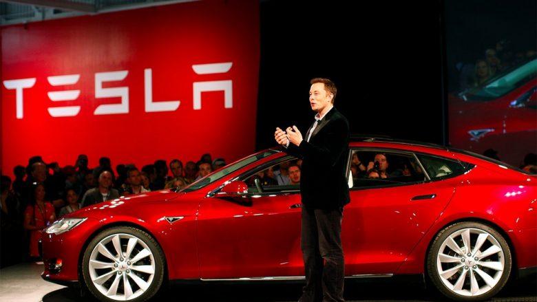Musk: Robotët kanë ngadalësuar prodhimin e Tesla Model 3